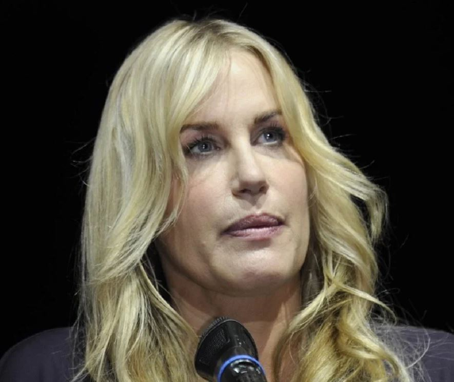 Daryl Hannah Phone Number, Fanmail Address and Contact Details